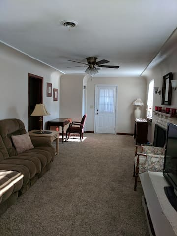 Guest Home minutes from Ashland University
