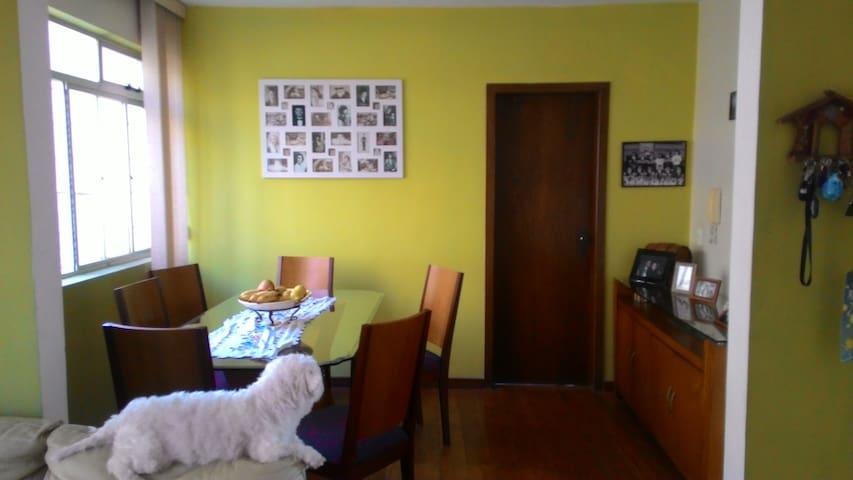 Quarto com cama de casal, Buritis, Belo Horizonte - Belo Horizonte - Apartment