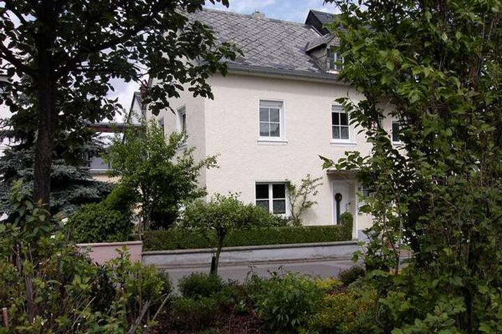 Spacious 3 BDR holiday cottage with terrace and garden