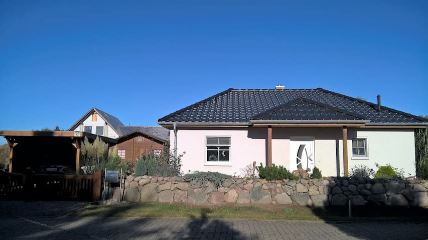 Liebevoll eingerichtetes Haus auf Usedom - Sauzin - Hus