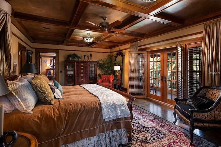 Private Master Suite in Historic Mansion