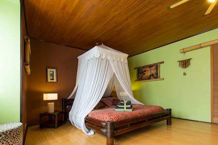"Chambre avec salle de bain privée ""Lodge Bambou"" - Péron - Guesthouse"