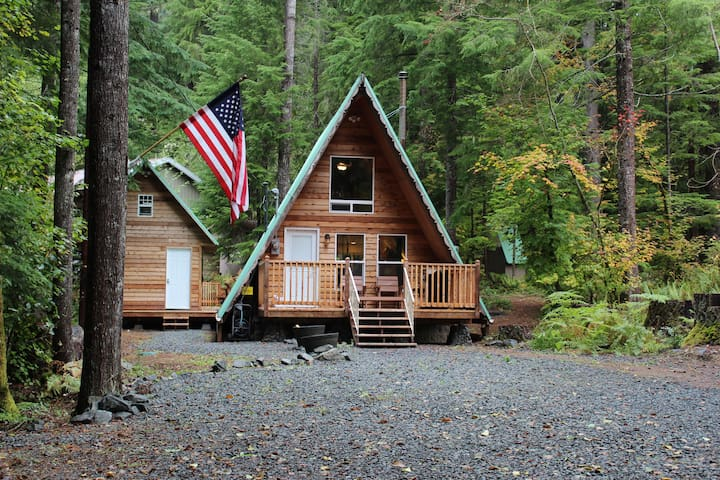 A Cozy Cabin, Where Nature & Adventure Await!