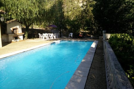 Rustic flat with pool and garden - Berre-les-Alpes
