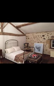 Beautiful French Rustic Room - Confolens - 一軒家