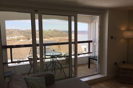 Modern apartment with stunning sea views - Saundersfoot - Leilighet