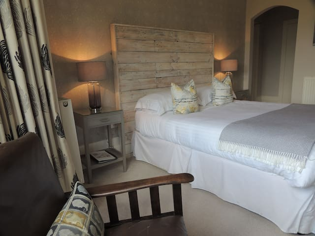 Downton Pippin bedroom @ The Priory