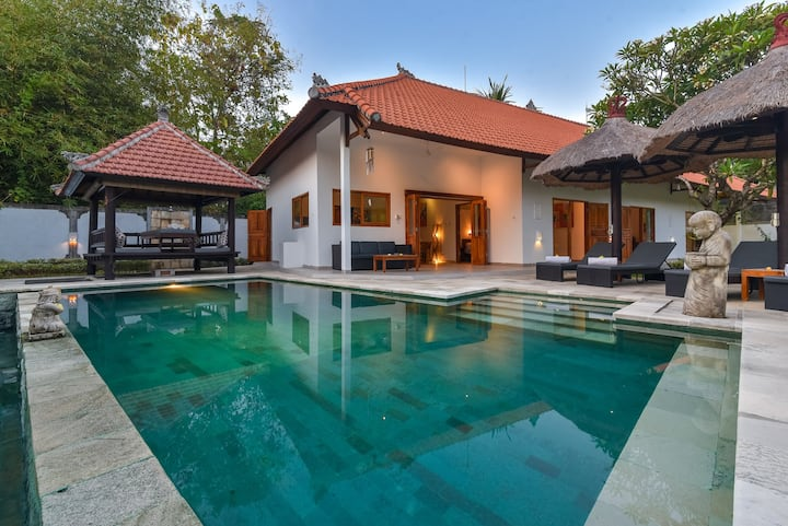 Tranquility, Homey & Private Villa with Cozy Pool