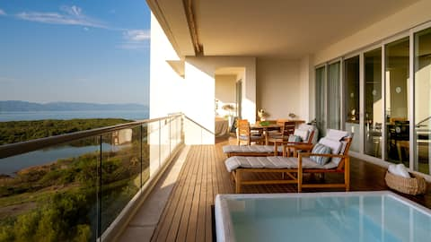 Grand Luxxe – Two Bedroom Spa Suite