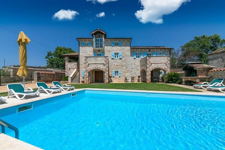 Extremly spacious Villa L Šušnjići