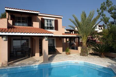 Holiday and rest in the Villa Kalisorate - Casa