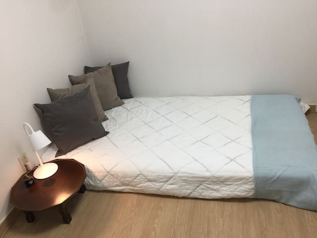 (convenient location) close to gangnam/Female only