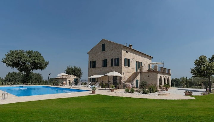 Villa Anita, villa with large private pool perfect for groups
