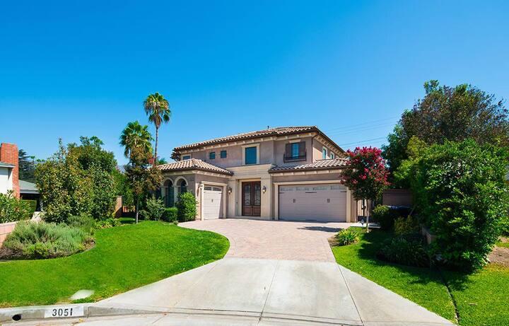 坐落在美丽的帕萨迪纳Pasadena 近超市、商圈、饭店,方便快捷的生活设施,旅行者首选。
