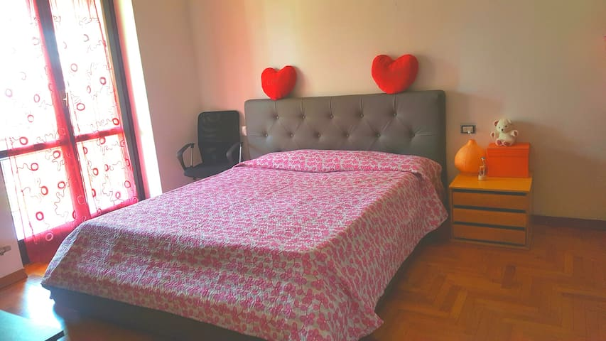 NEAR TO MALPENSA AIRPORT DOUBLE ROOM!! HAPPY BED.