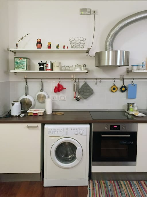 washing machine and kettle with complementary teas