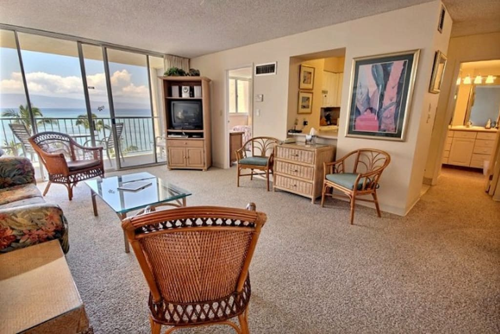 Royal Kahana 713 is a spacious one bedroom / one bath condo with air conditioning.