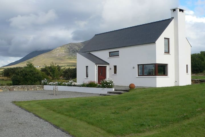 Contemporary cottage with sea views