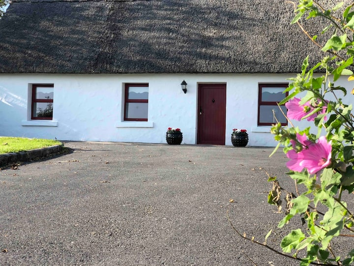 Thatched Cottage on Stunning Seafront Setting