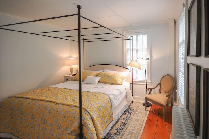 The Gables of Rhinebeck Inn: Blue Ridge Suite