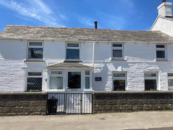 Newly-restored, beautiful cottage, North Cornwall