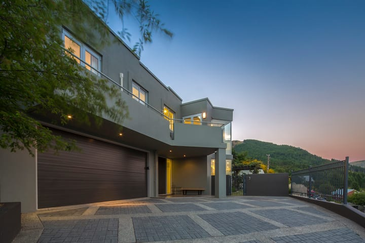 Infinity Collection Luxury House-  Queenstown