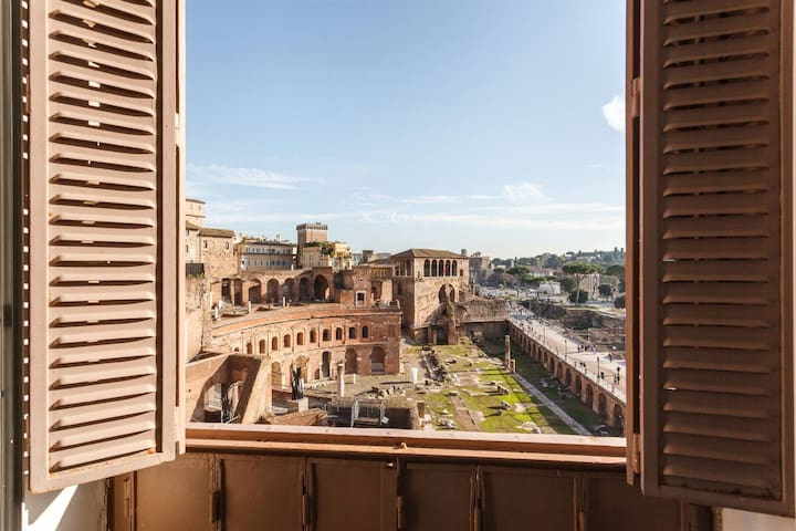 BEST VIEW COLOSSEUM LUXURY LOFT ON HISTORY CENTRE