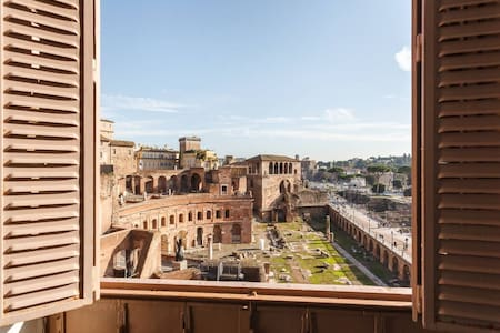 BEST VIEW COLOSSEUM LUXURY FLAT ON HISTORY CENTRE