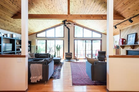 Large mid century house minutes from Hudson