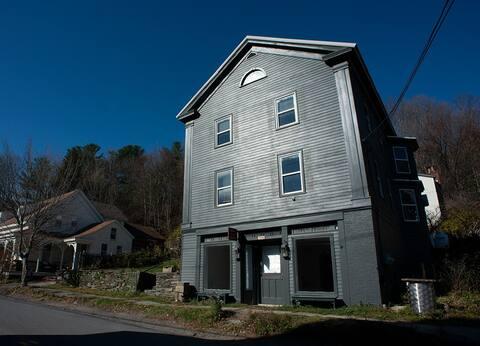 Artist's Retreat in Historic Building (Single)