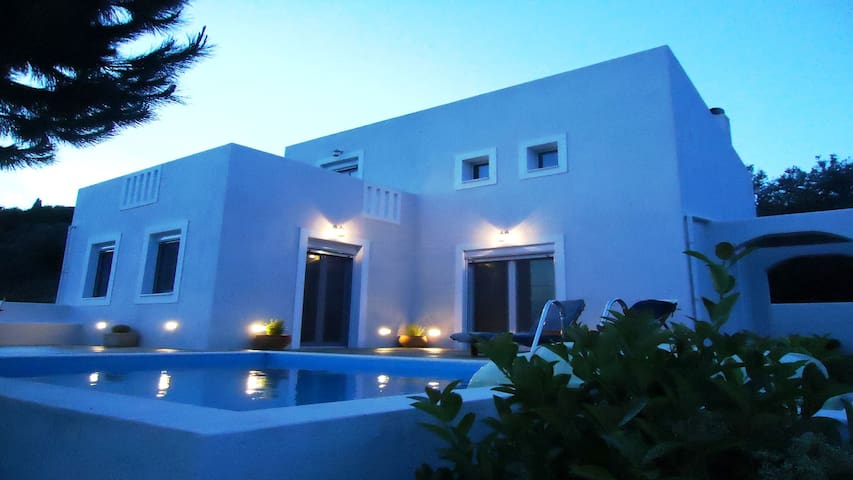 Superb,modern villa , Pool, gardens