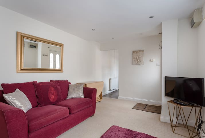 1 bed apartment with parking, perfect location.