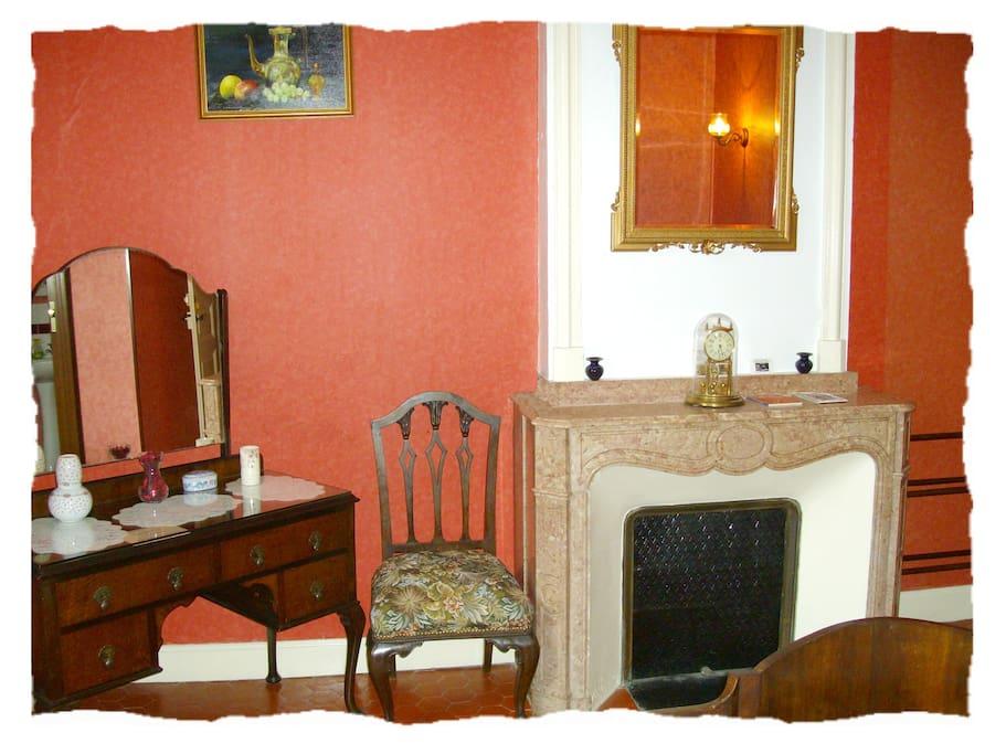 Burgundy Room 2