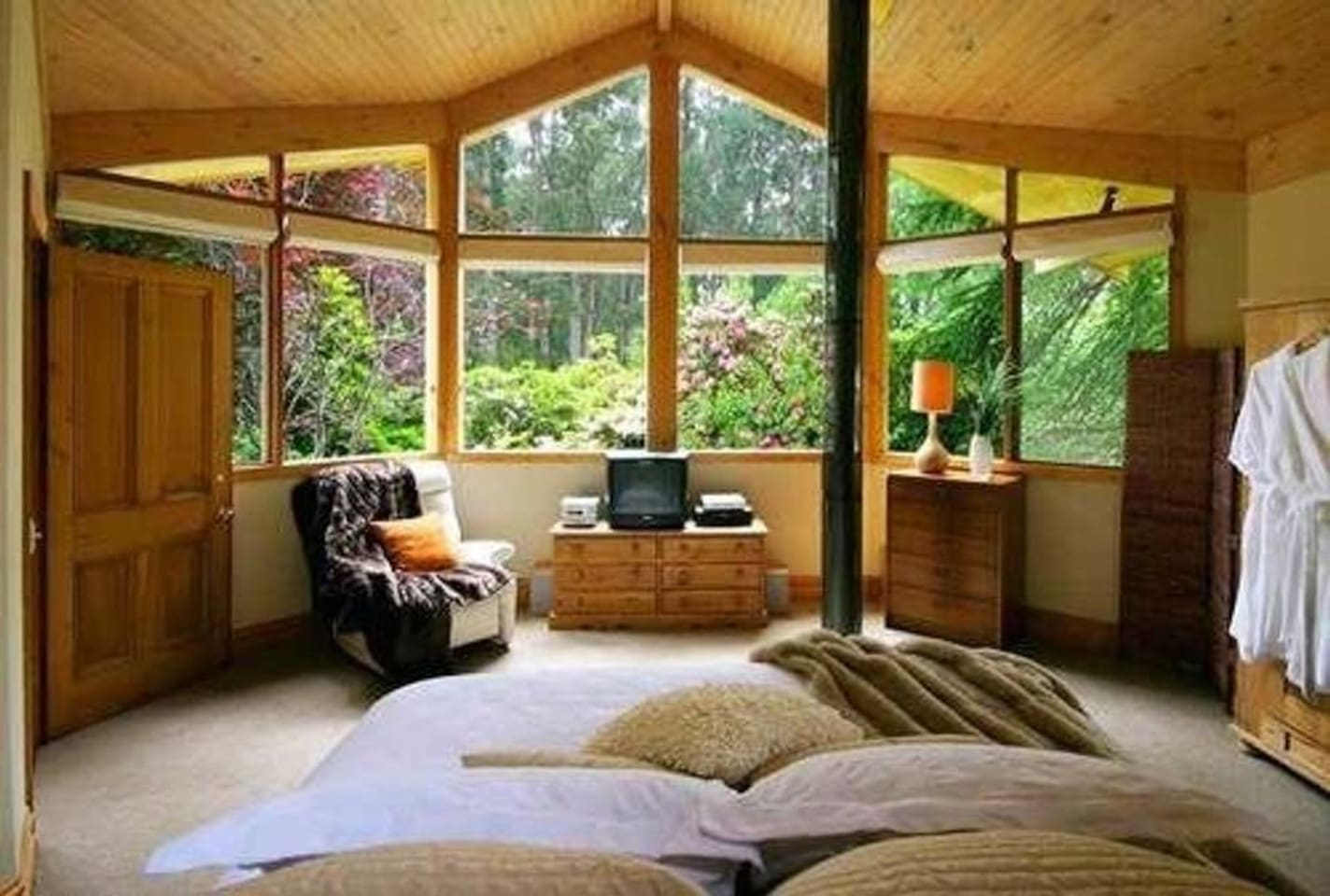 Linden Gardens Rainforest Retreat Sanctuary Tower - Bed and ...