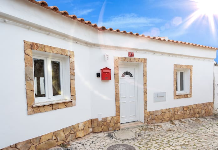 The Cottage - Situated in the heart of Paderne
