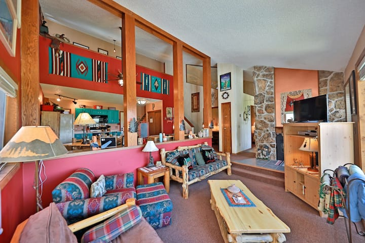 Colorful Condo + Loft w/Free WiFi, Shared Grills and Outdoor Heated Pool