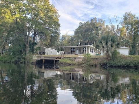 Charming Water Front House  in Weeki Wachee