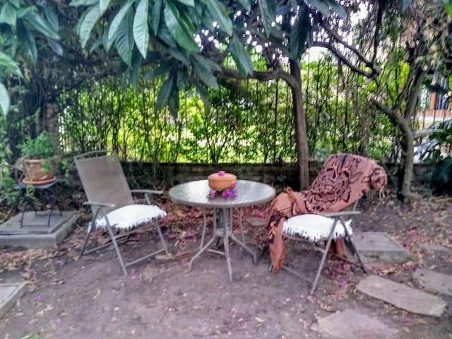 Habitación al Jardín de Alicia y Malia.