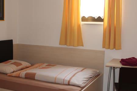 Gemütliches Zimmer in Gries - camera accogliente