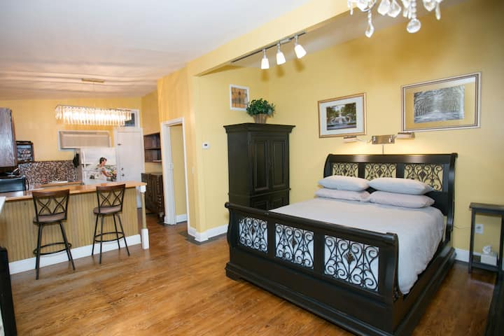 "Comfortable suite ""B"" close to Forsyth Park"