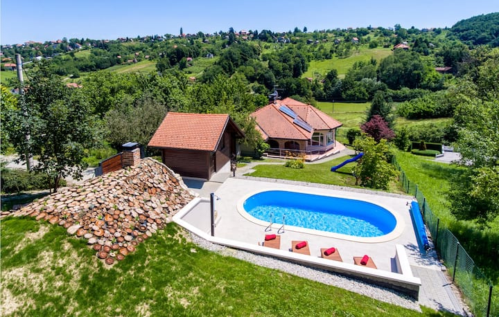 Holiday cottage with 2 bedrooms on 94m² in Varazdin Breg