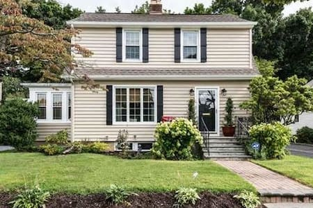 Gold Coast Colonial - Locust Valley