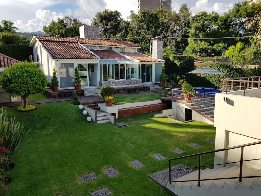 Casa Principal y Jardín