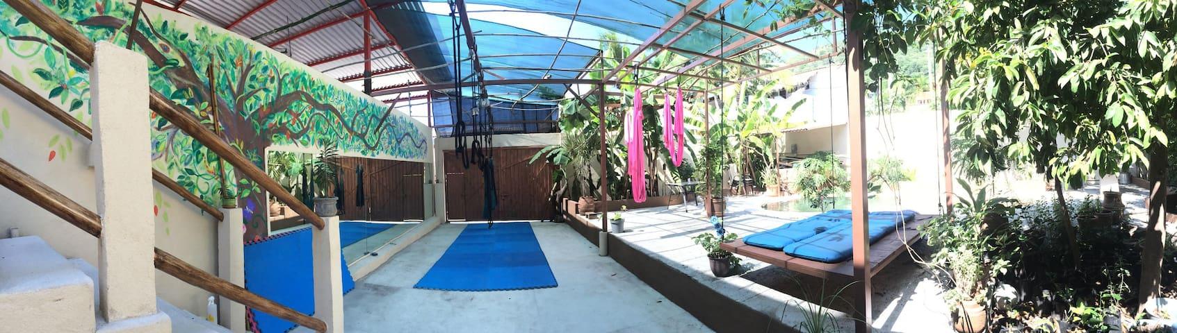 Bamboo Room - Casa De Lilly - Zihuatanejo - House