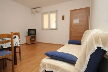 One bedroom apartment near beach Zaklopatica, Lastovo (A-8342-c) - Zaklopatica
