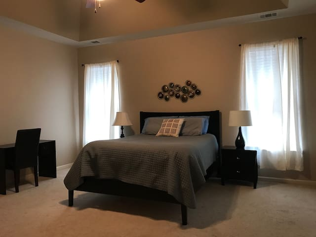 Master Bedroom- 15 min from downtown Birmingham!!