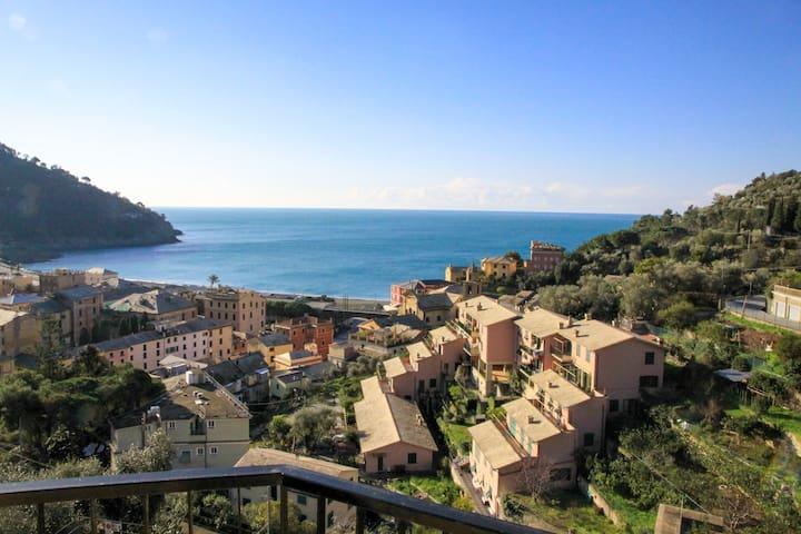 Casa con vista panoramica a pochi passi dal mare