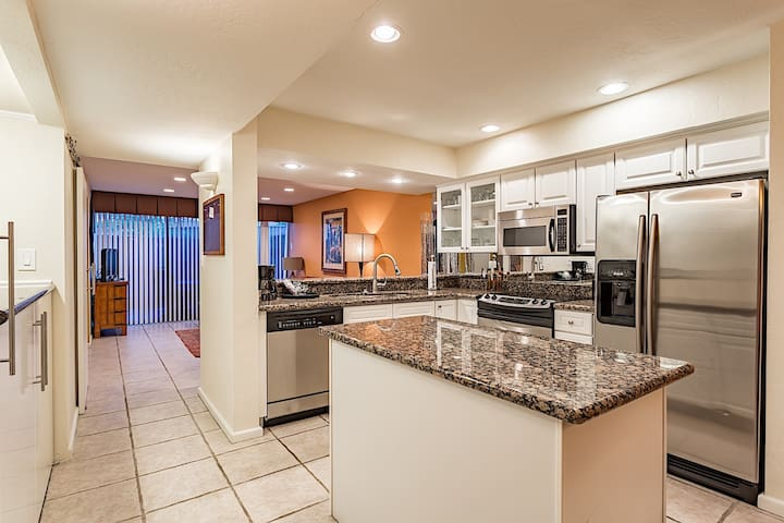 The Shores @ McCormick Ranch ~ Wonderful townhome perfect for family getaway!