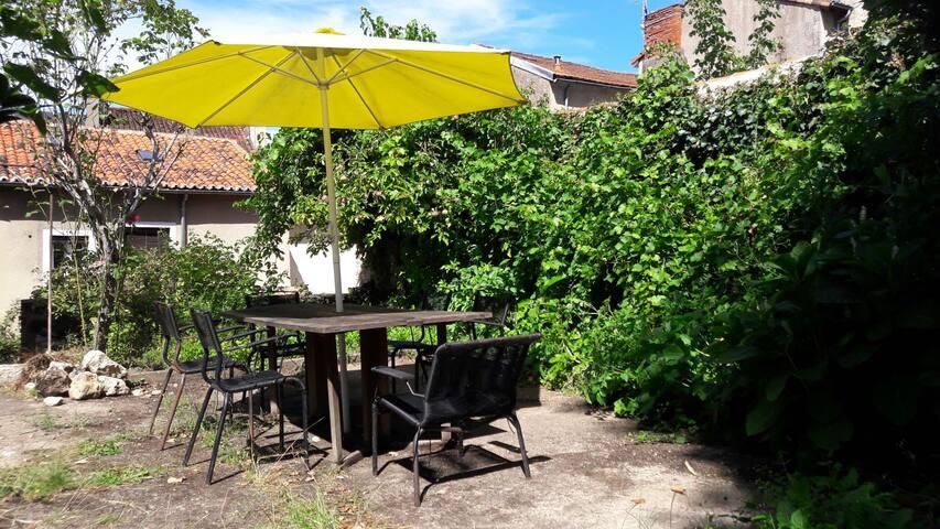 Chambre vue jardin et terrasse centre ville houses for - Terrasse jardin botanique montreal poitiers ...
