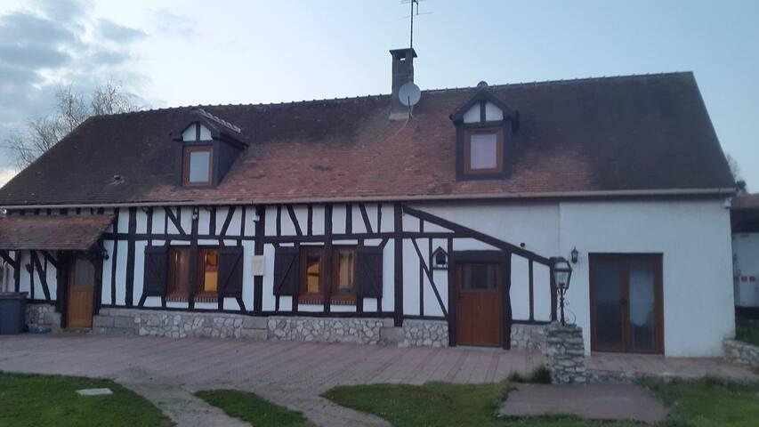 maison pour 4 pers 3mn de aeroport - Beauvais